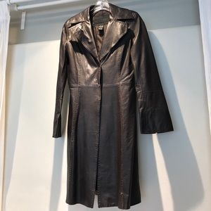 Leather fitted trench coat. Size M.